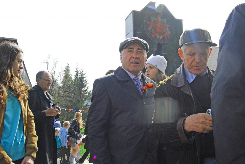 Депутат Заксобрания Анатолий Жуков (ввверху)