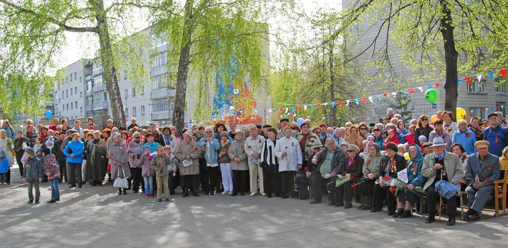 На митинг на площади в Краснообске
